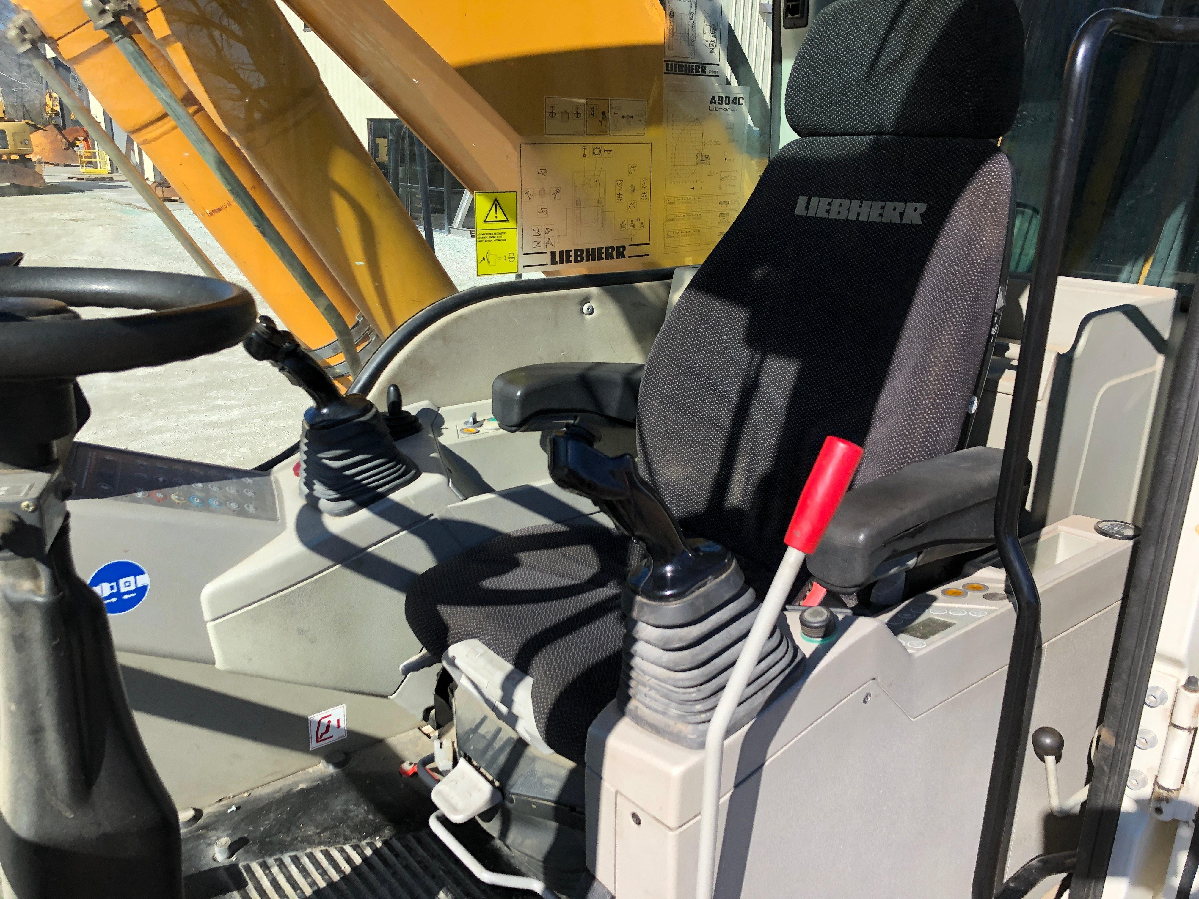 Used 2010 Liebherr A904C MH For Sale