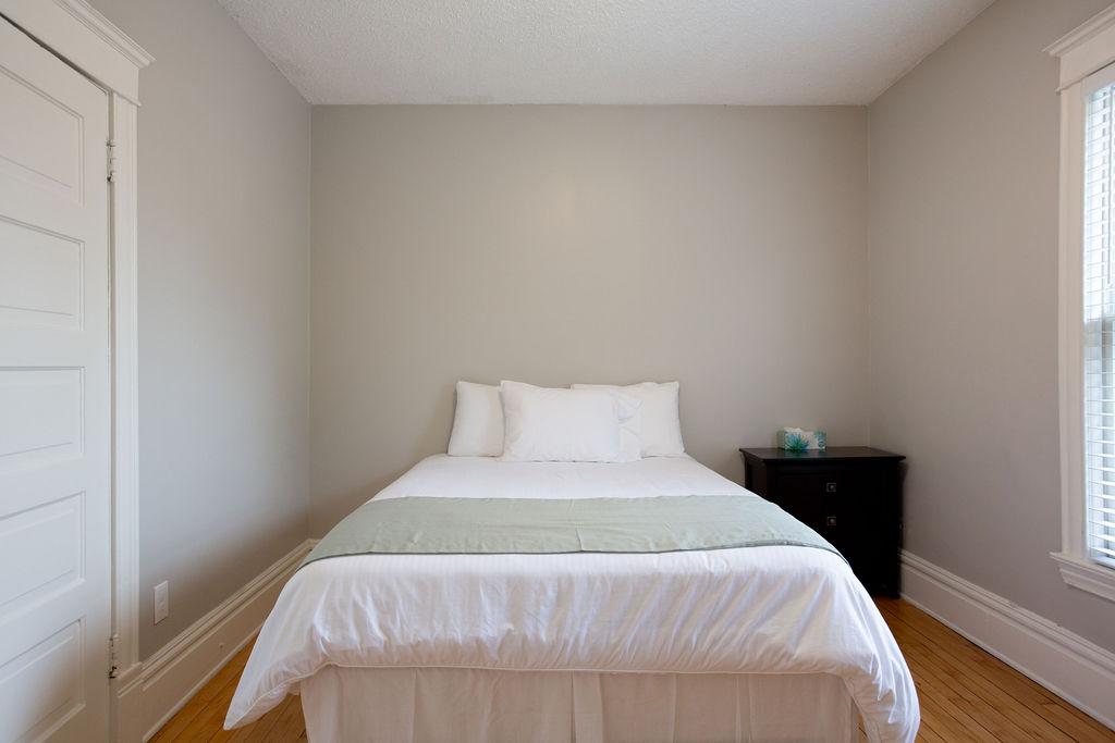 Apartment Citylife Parking Couples Sleeps 8 1 5ba Eatstreet  photo 23898445