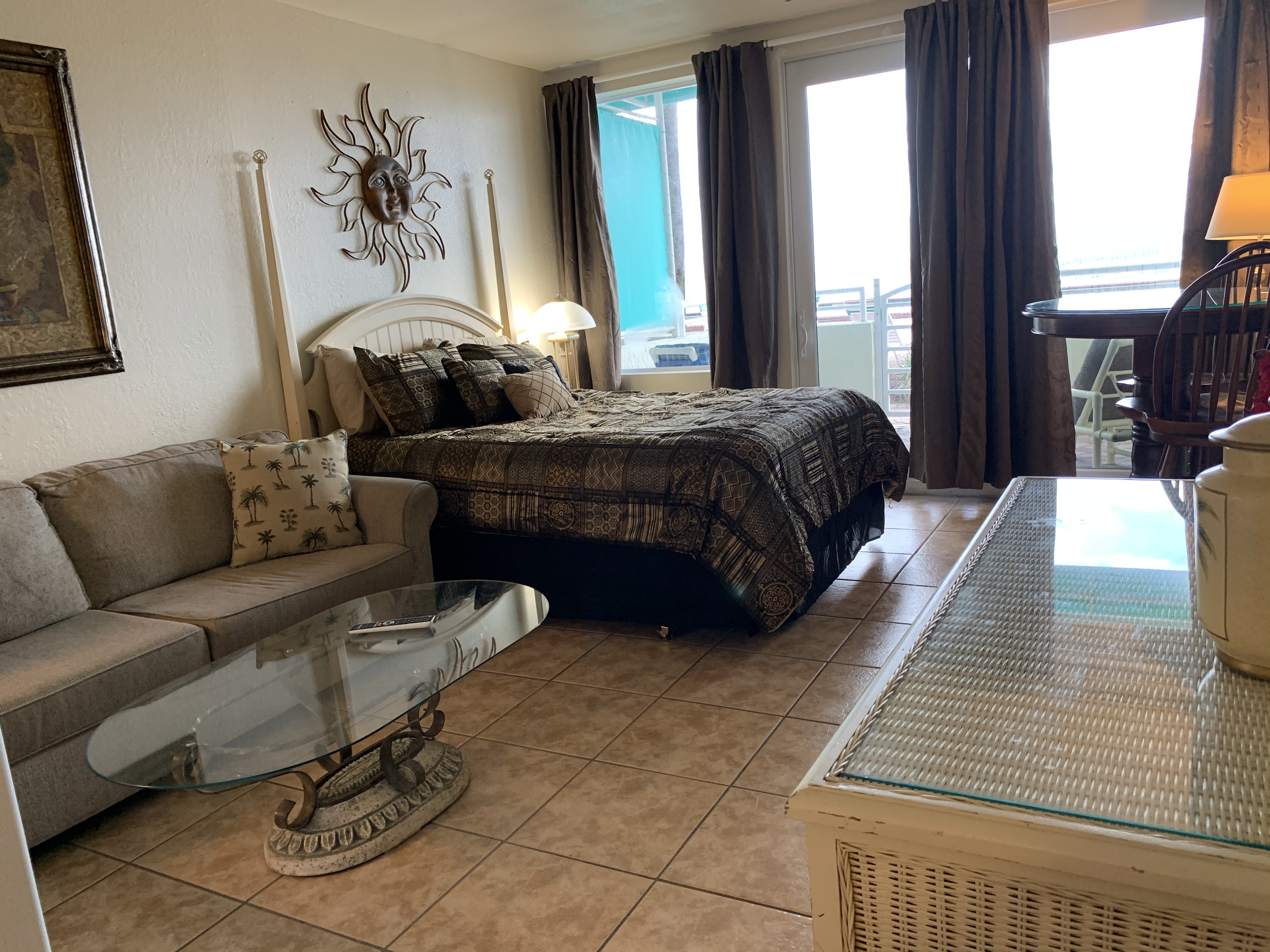 Daytona Beach, Pool Side and Beach Front with heated pool ( UNIT102)