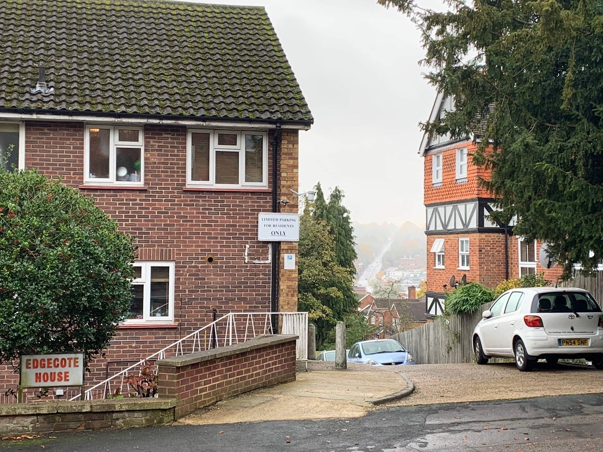 Apartment Central High Wycombe with parking photo 20361383