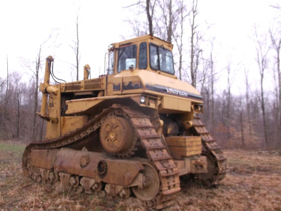 Detail photo of 1984 Caterpillar D9L from Construction Equipment Guide