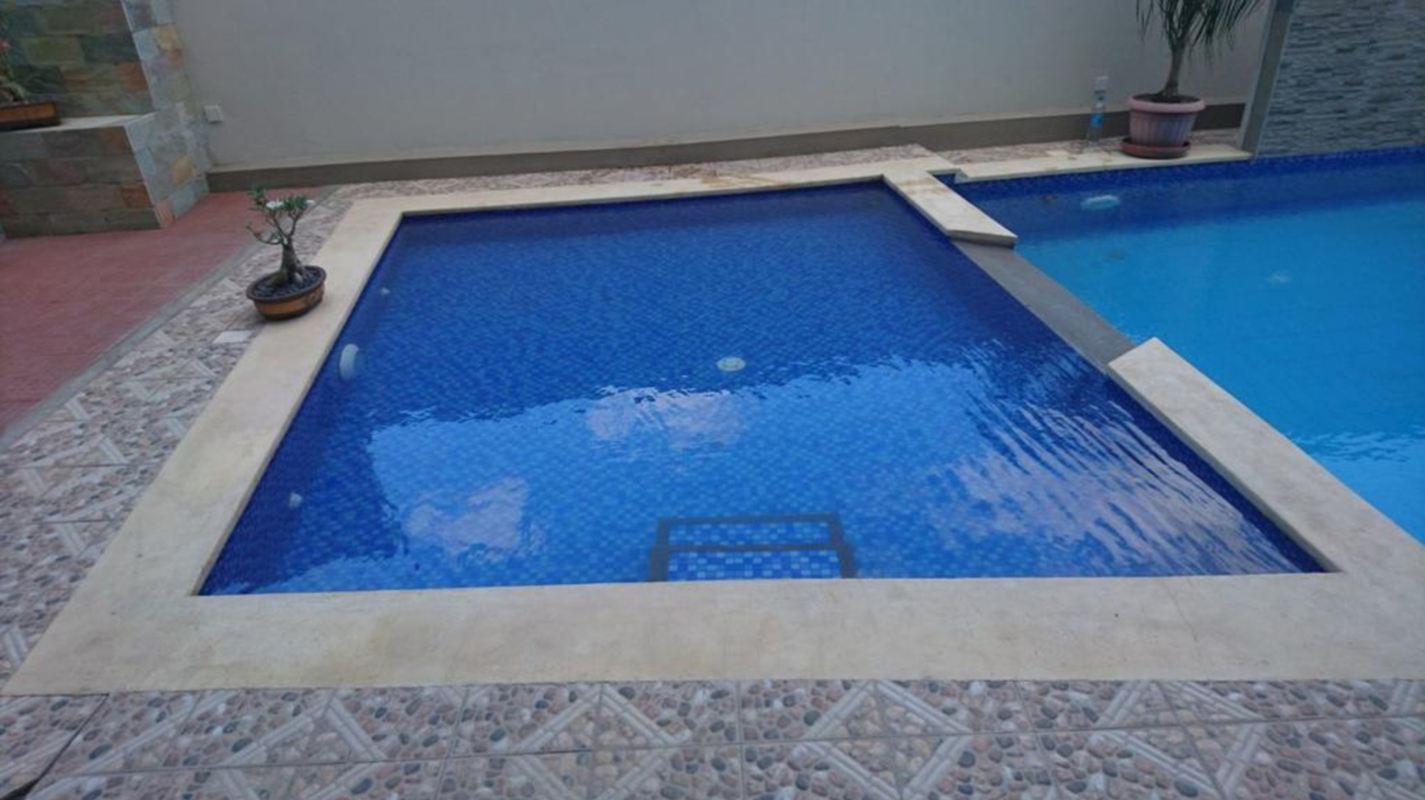 Apartment Triveni hight with a pool , 3 min from the Ocean