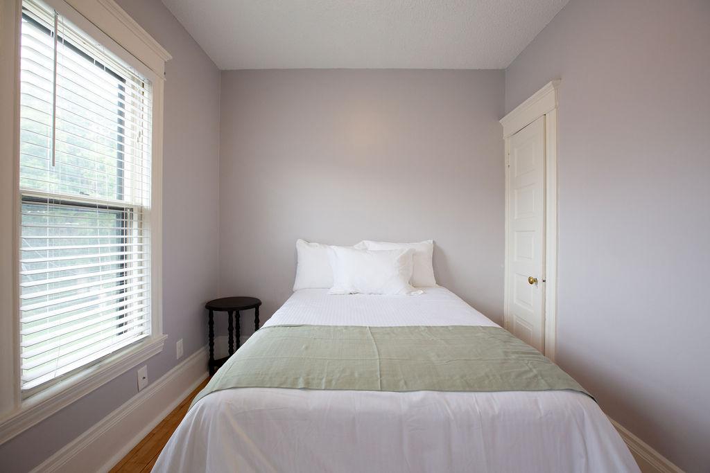 Apartment Citylife Parking Couples Sleeps 8 1 5ba Eatstreet  photo 23898447