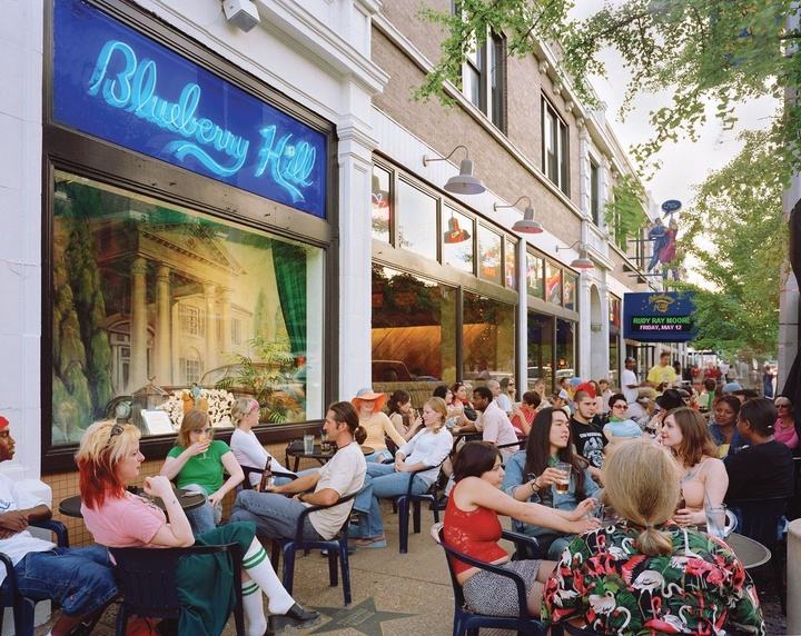 People dining on the street outside Blueberry Hill restaurant.