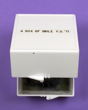 A Box of Smile [White] thumbnail 2