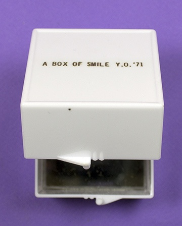 A Box of Smile [White] thumbnail 2