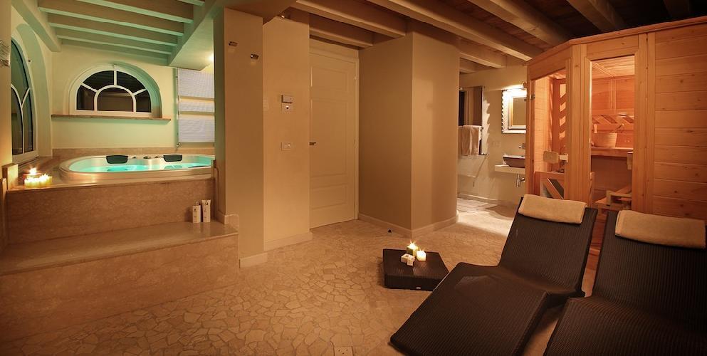 Luxury 3 bedroom villa on Lake Garda