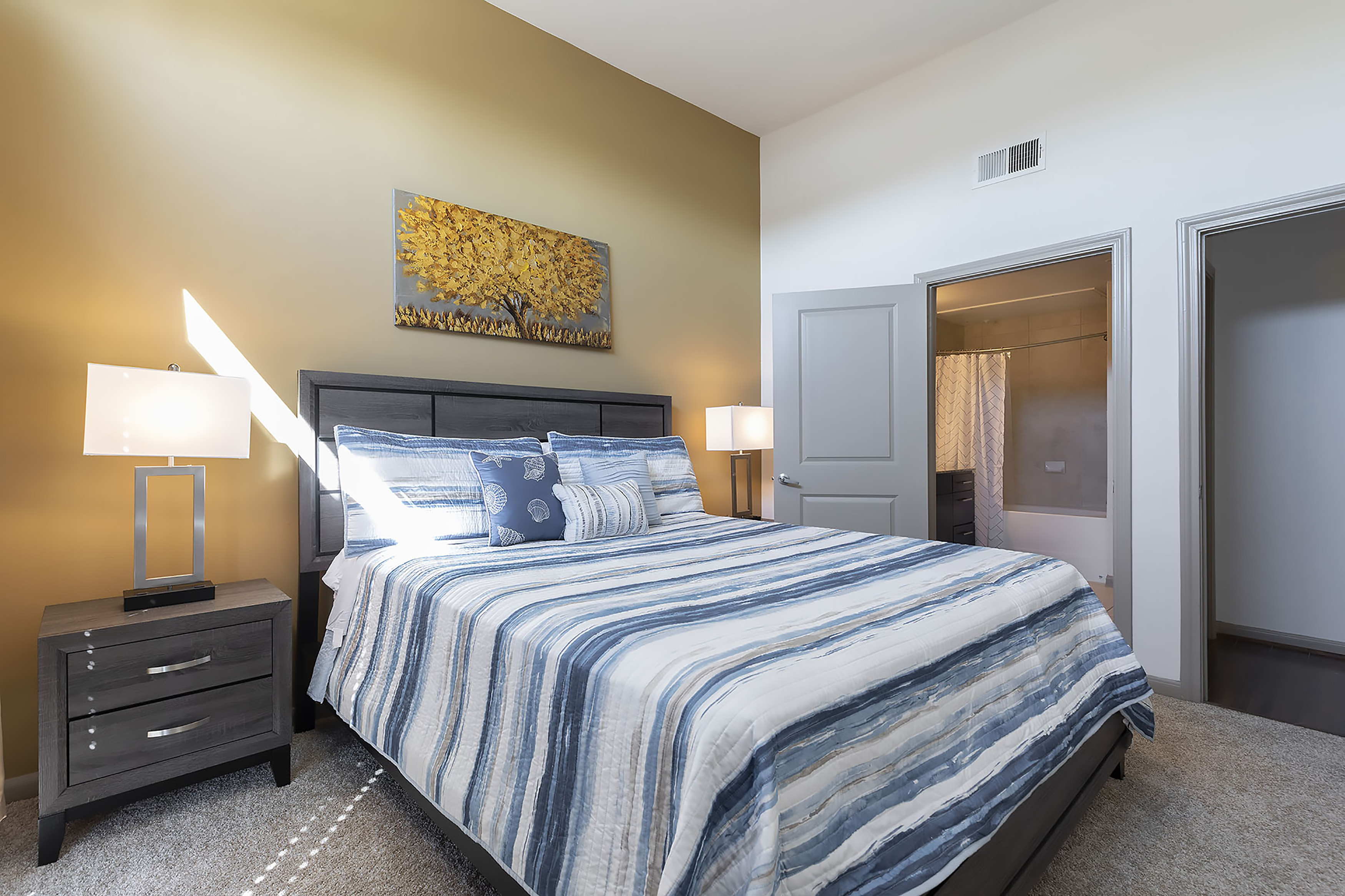 Apartment LUXURIOUS CALI KING BED MIDTOWN FULLY EQUIPPED CONDO -                 photo 21440930