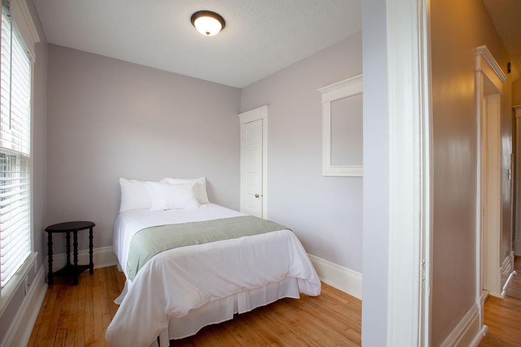 Apartment Citylife Parking Couples Sleeps 8 1 5ba Eatstreet  photo 23898446
