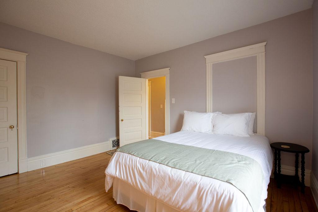 Apartment Citylife Parking Couples Sleeps 8 1 5ba Eatstreet  photo 23898441