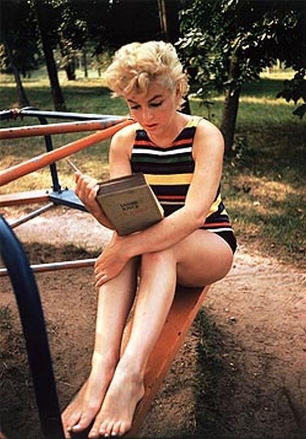 Marilyn Monroe, Long Island, NY 1954 Postcard