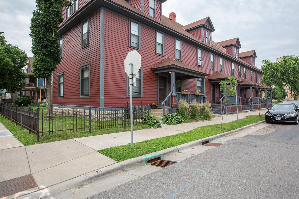 Apartment Citylife Parking Couples Sleeps 8 1 5ba Eatstreet  photo 23898448