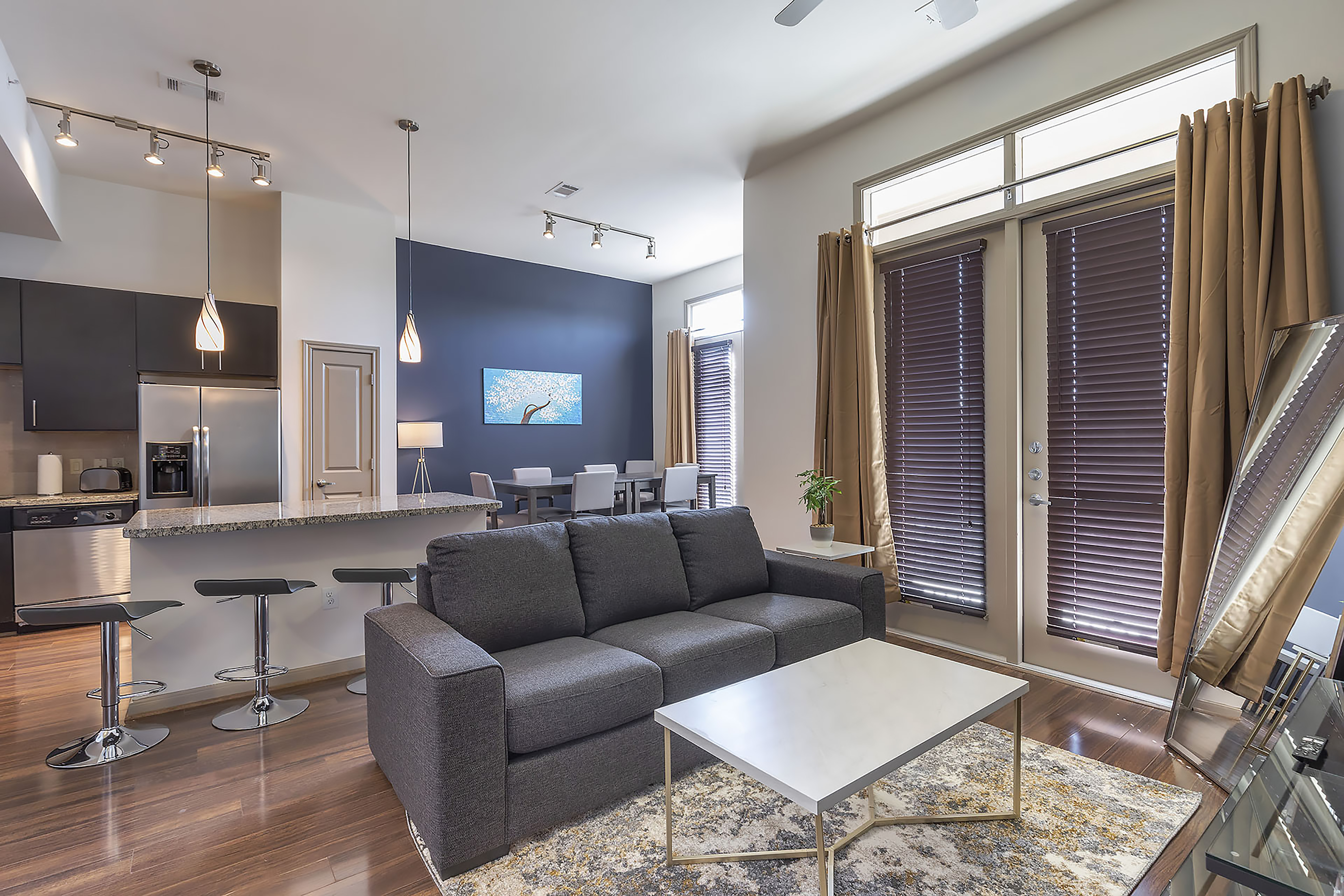 Apartment LUXURIOUS CALI KING BED MIDTOWN FULLY EQUIPPED CONDO -                 photo 21440906