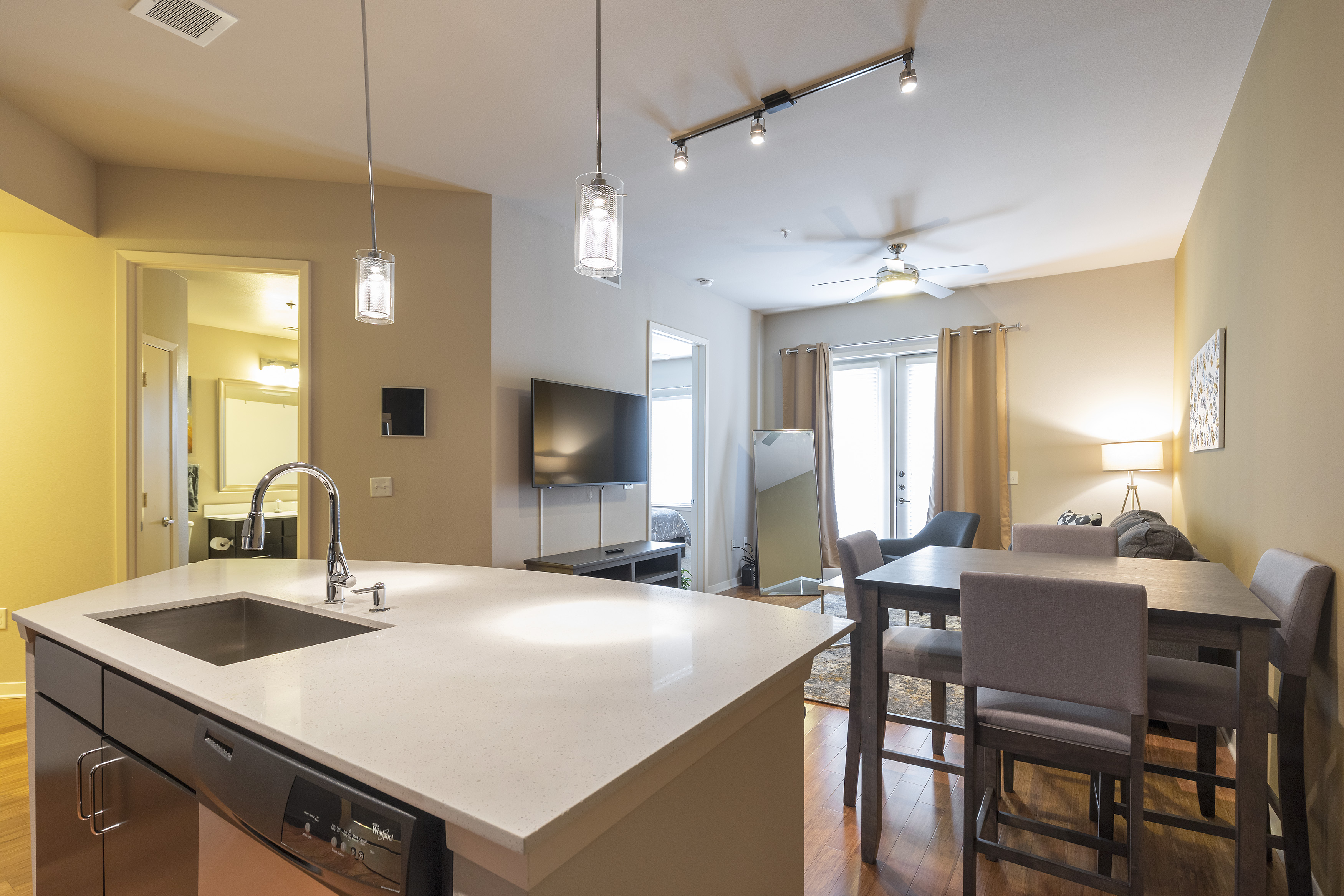 LUXURIOUS - KING SIZED BED - MED CENTER FULLY EQUIPPED CONDO photo 21441054