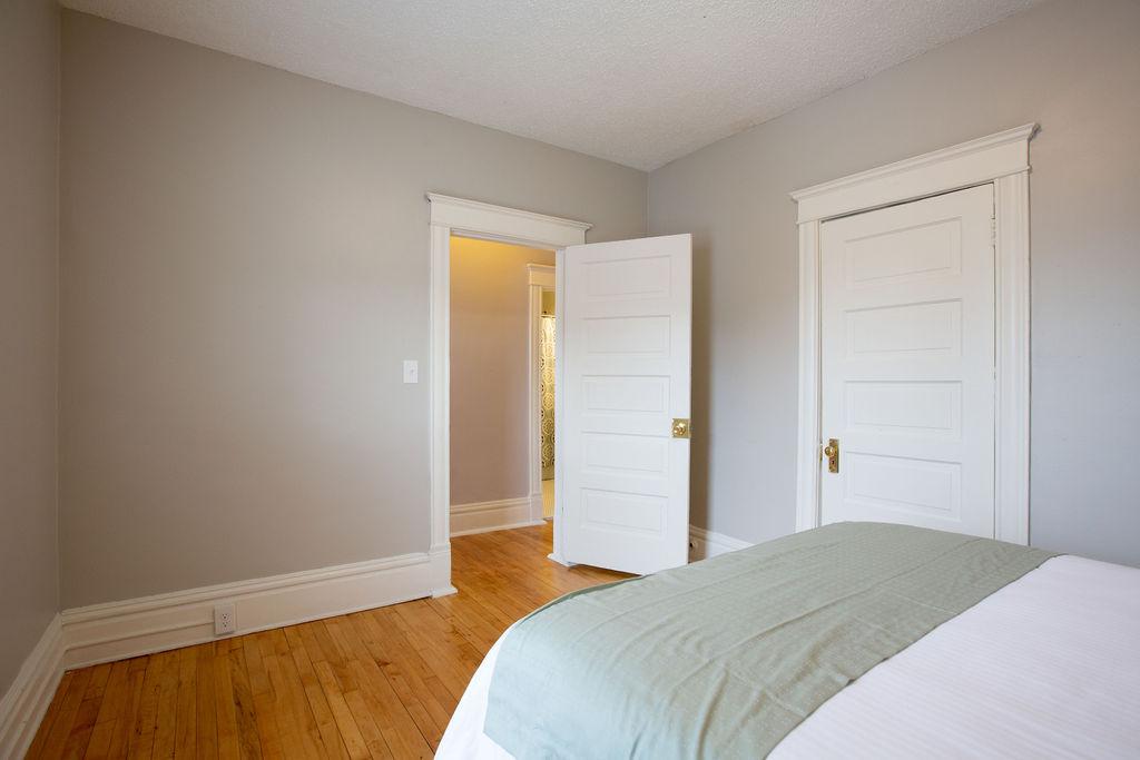 Apartment Citylife Parking Couples Sleeps 8 1 5ba Eatstreet  photo 23898444