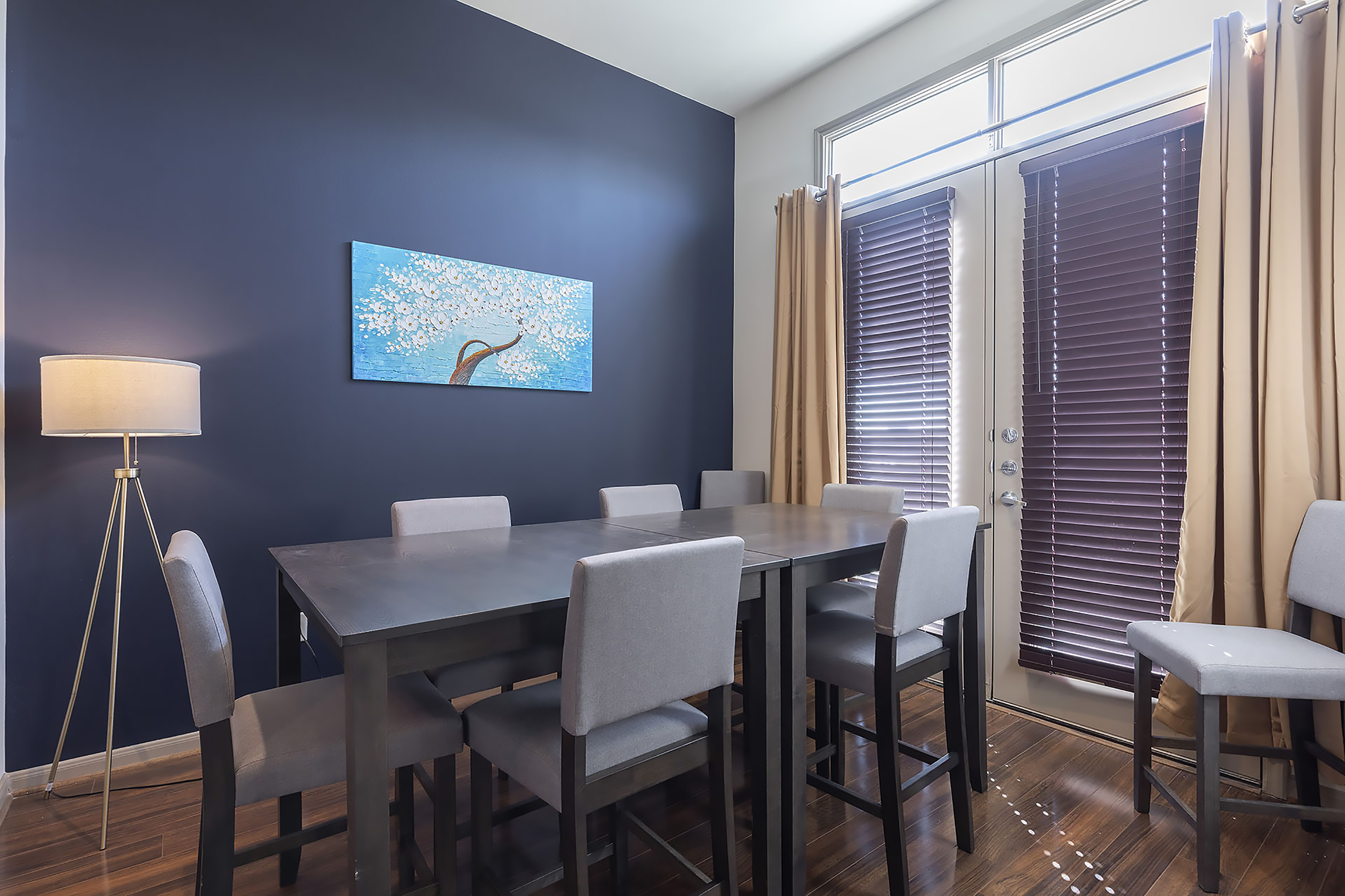 Apartment LUXURIOUS CALI KING BED MIDTOWN FULLY EQUIPPED CONDO -                 photo 21440922