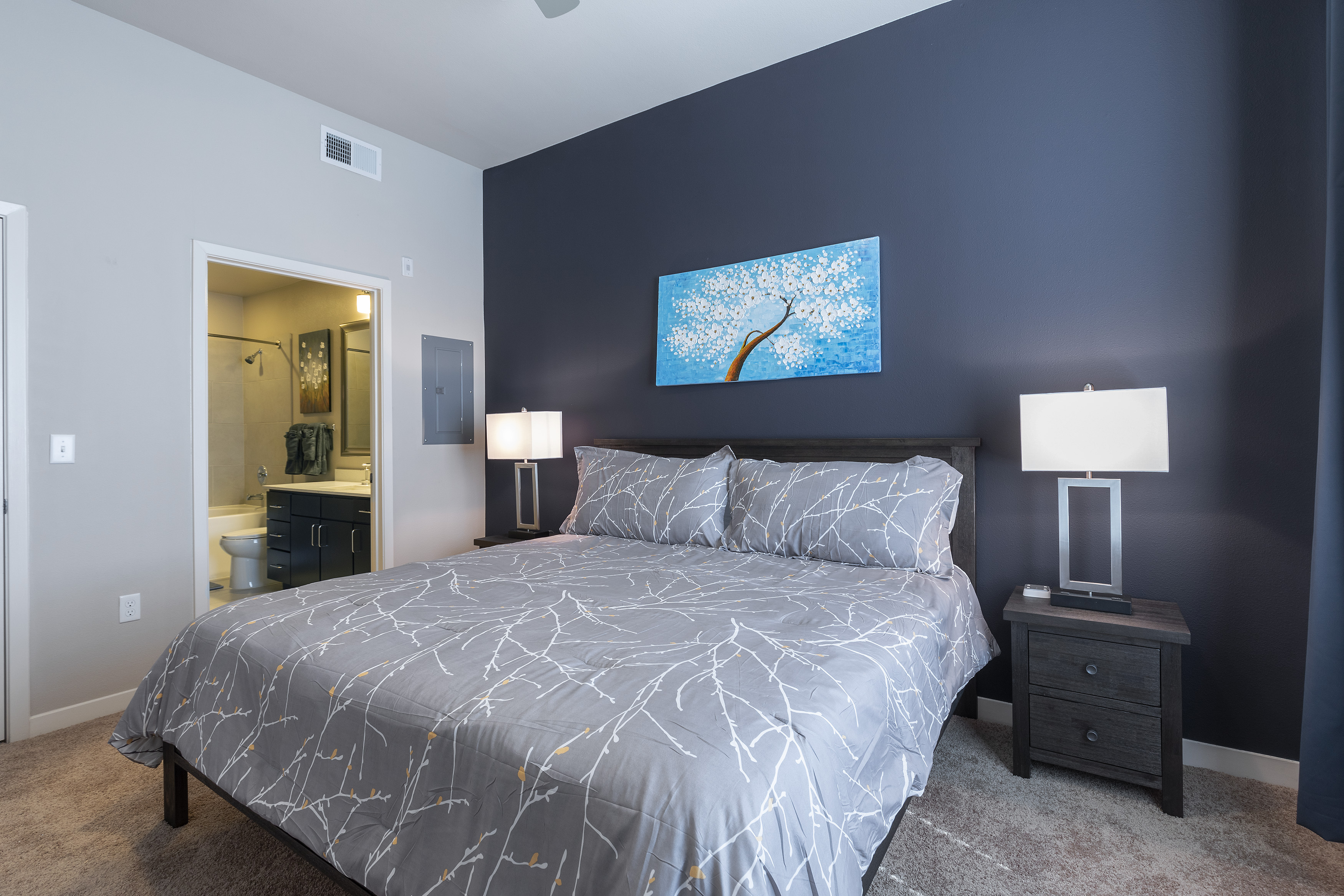 Apartment LUXURIOUS - KING SIZED BED - MED CENTER FULLY EQUIPPED CONDO photo 21441058
