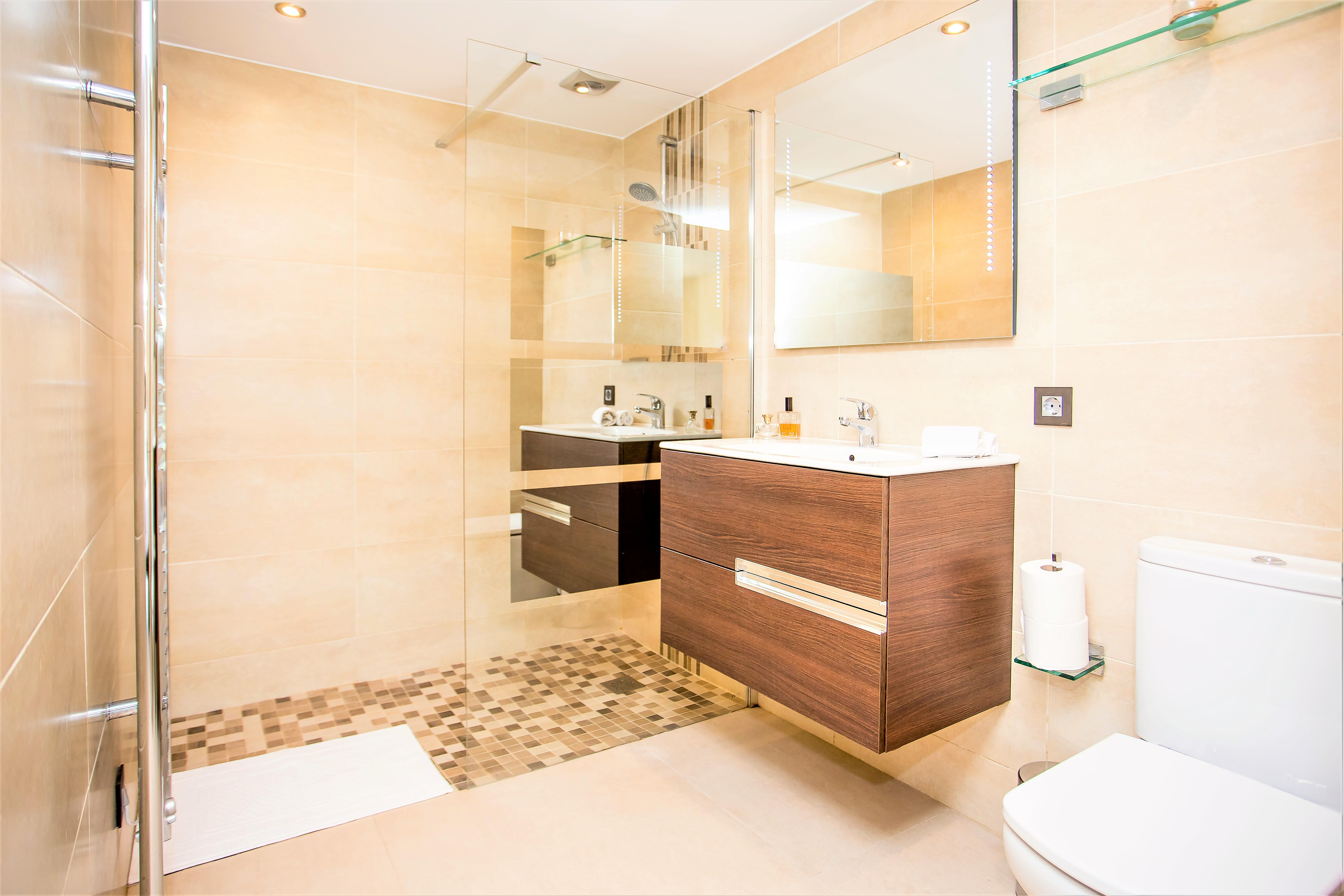 Apartment 5 B R VILLA BY PUERTO BANUS   SEA 5min                                photo 20147494