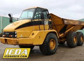 Used 2004 Caterpillar 725 For Sale