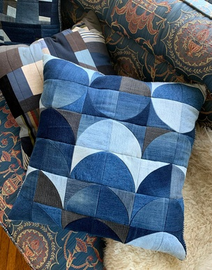 Quilted Patchwork Pillow (Blue Circle)
