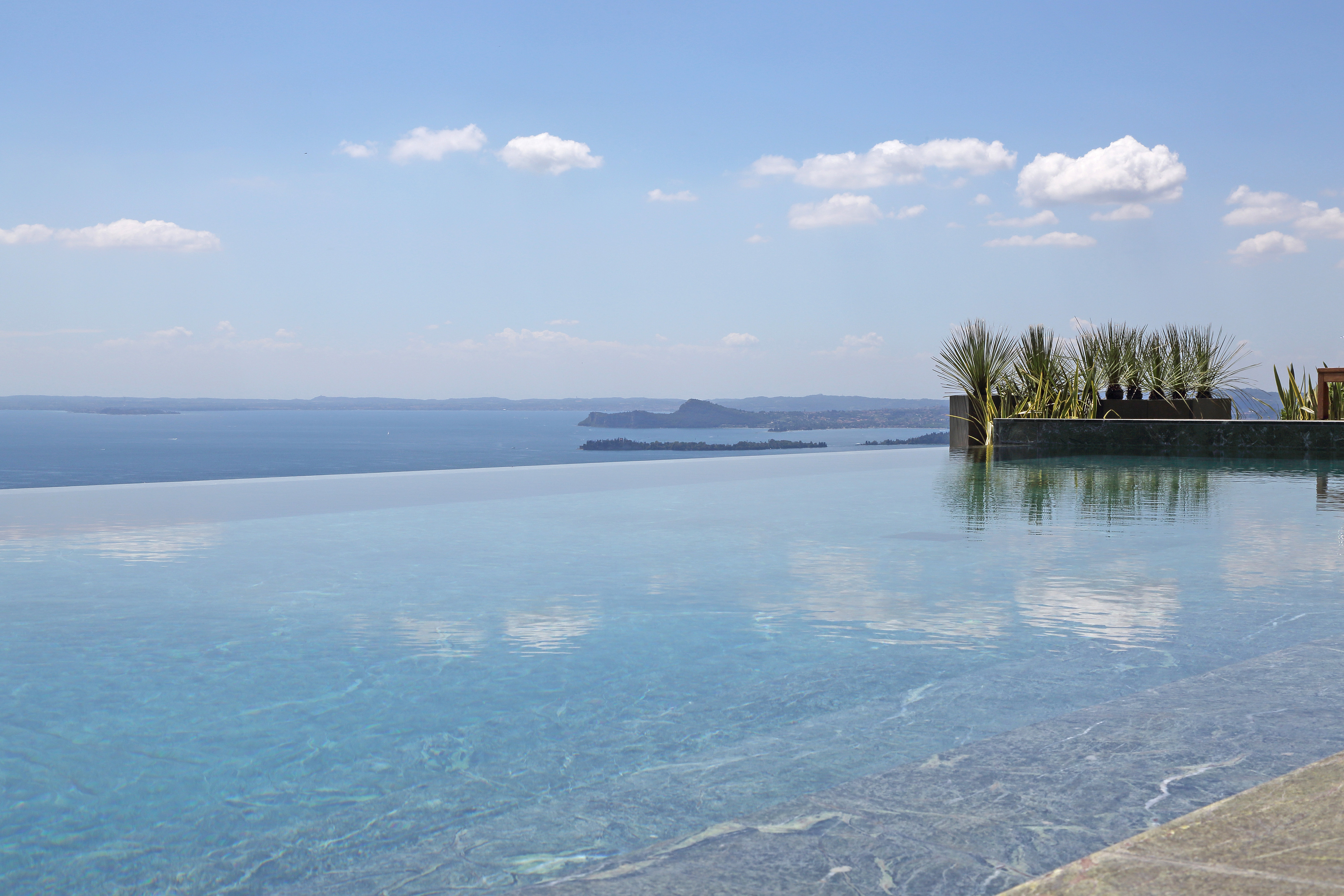 Stunning Lake Garda 4 bedroom villa with pool & jacuzzi