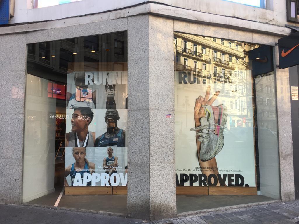 escala Alfombra de pies pakistaní  Nike Store València