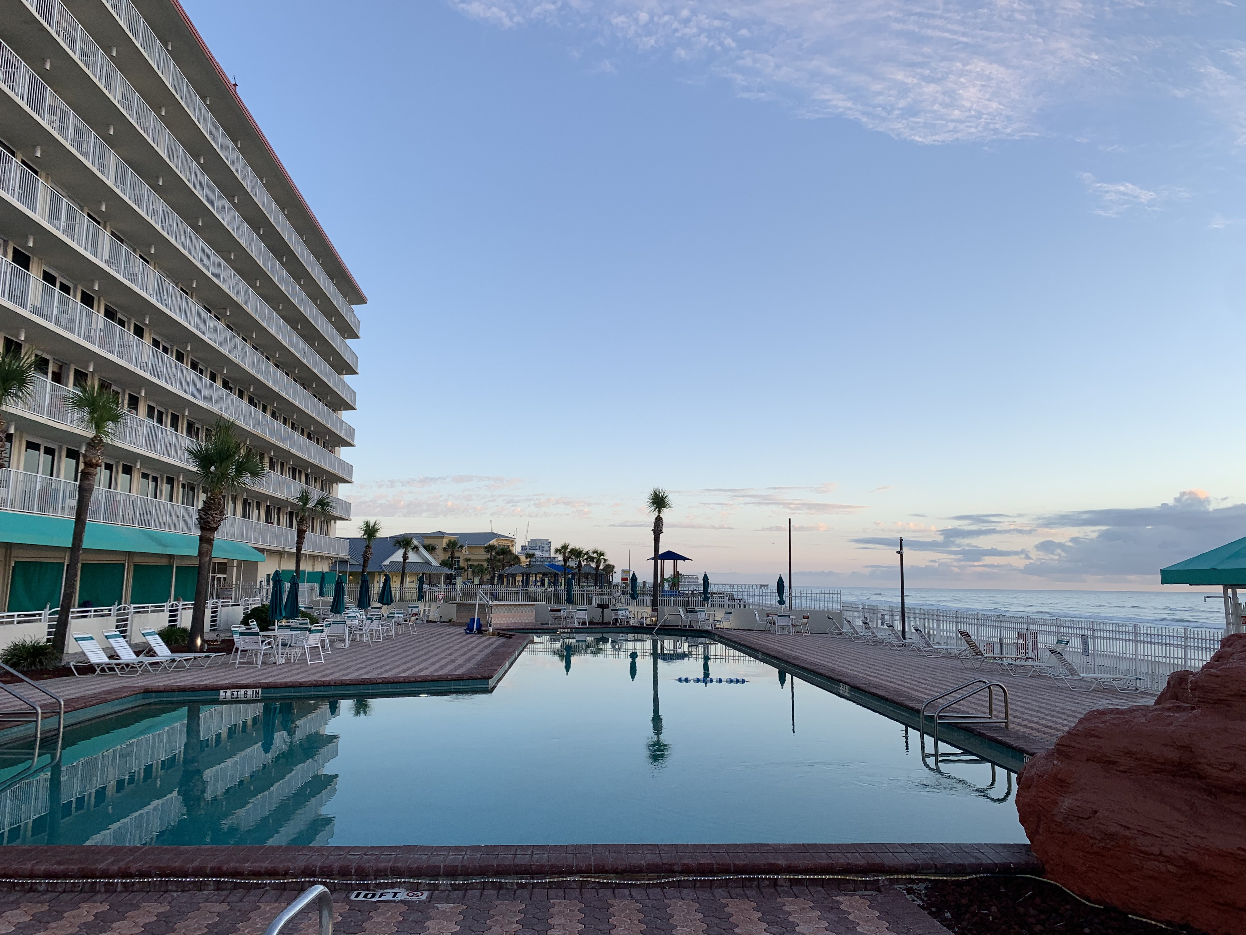 Daytona Beach, Ocean Front and Pool Side Suite (UNIT 101)