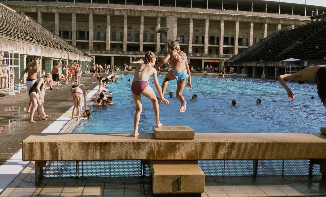 Dark Pools: Historic Swimming Pools of Berlin thumbnail 5