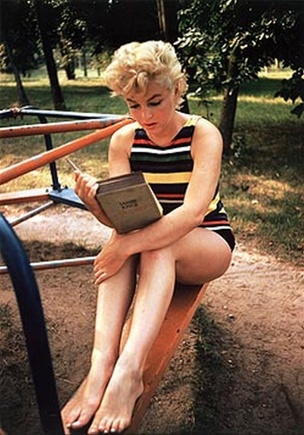 Marilyn Monroe, Long Island, NY 1954 Postcard