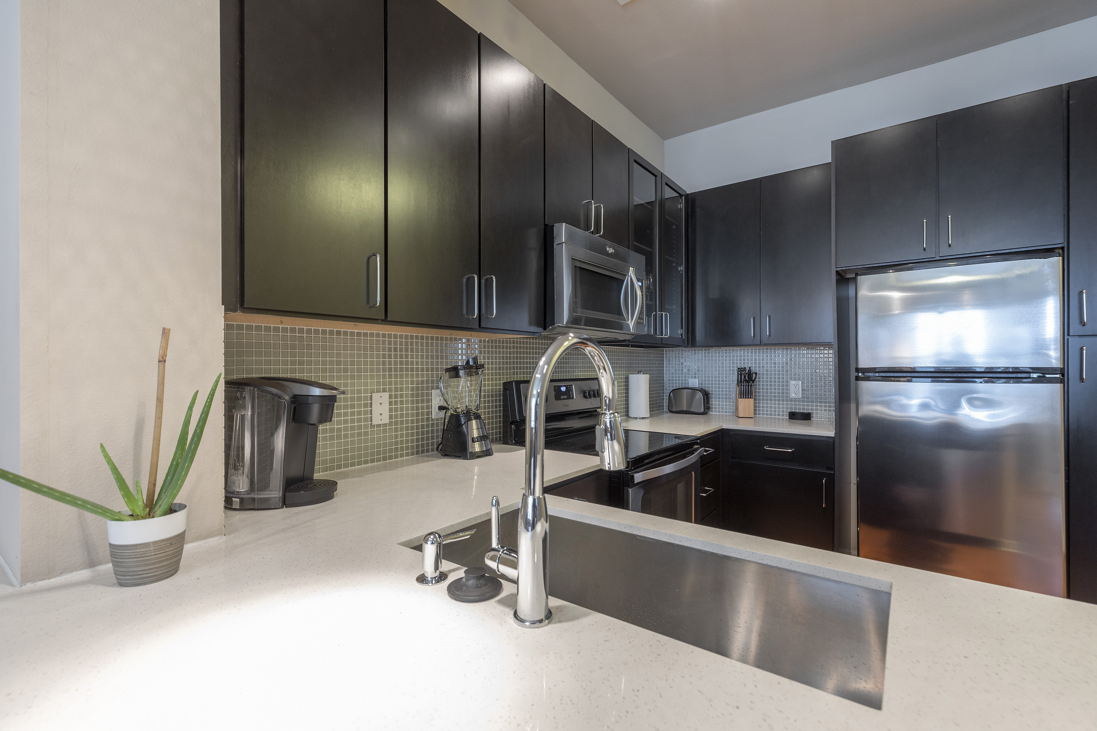 Apartment KING SIZE BED LUXURIOUS MED CENTER FULLY EQUIPPED CONDO photo 21441109