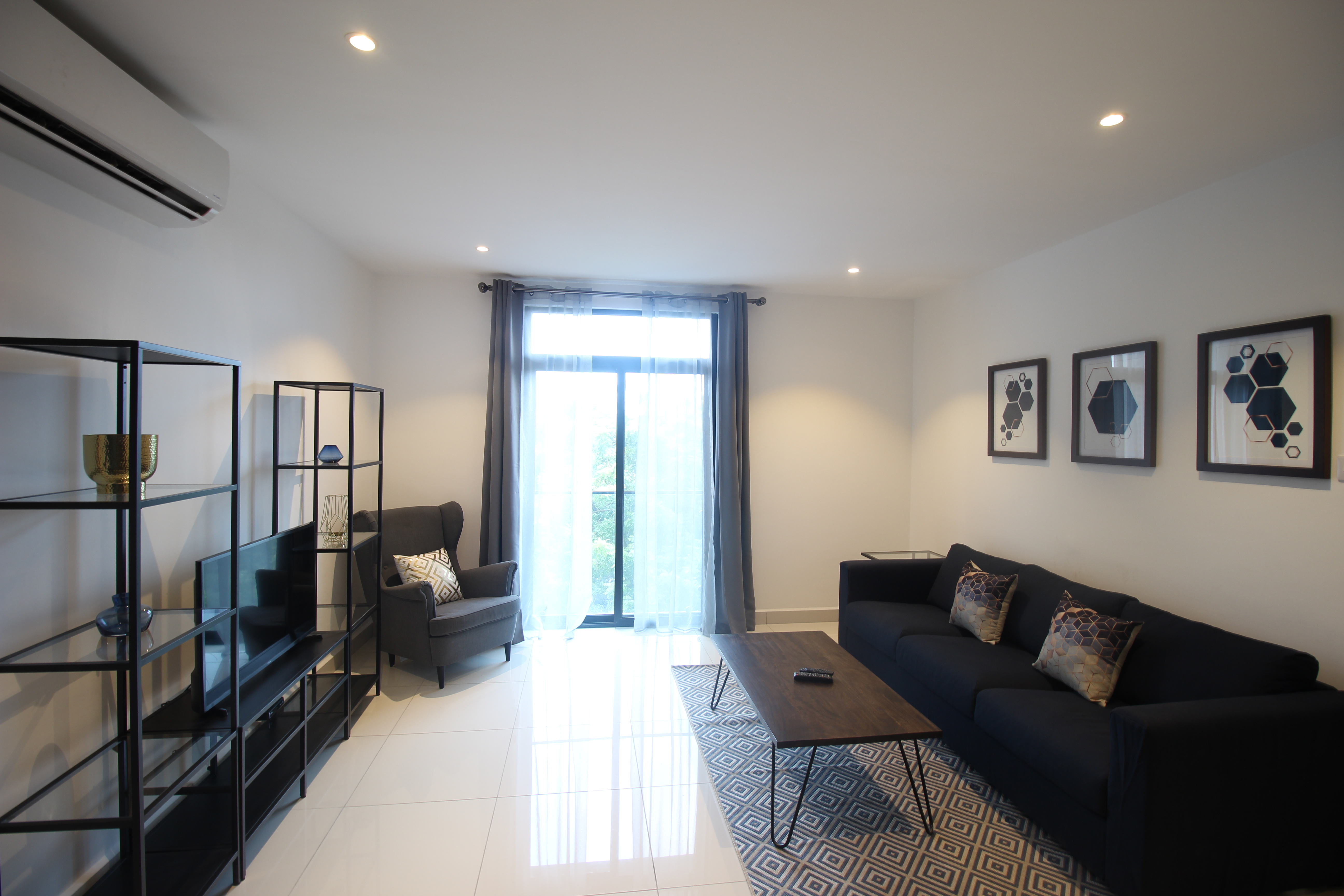 Embassy Garden one bed Apartment w Pool+Gym+Parking