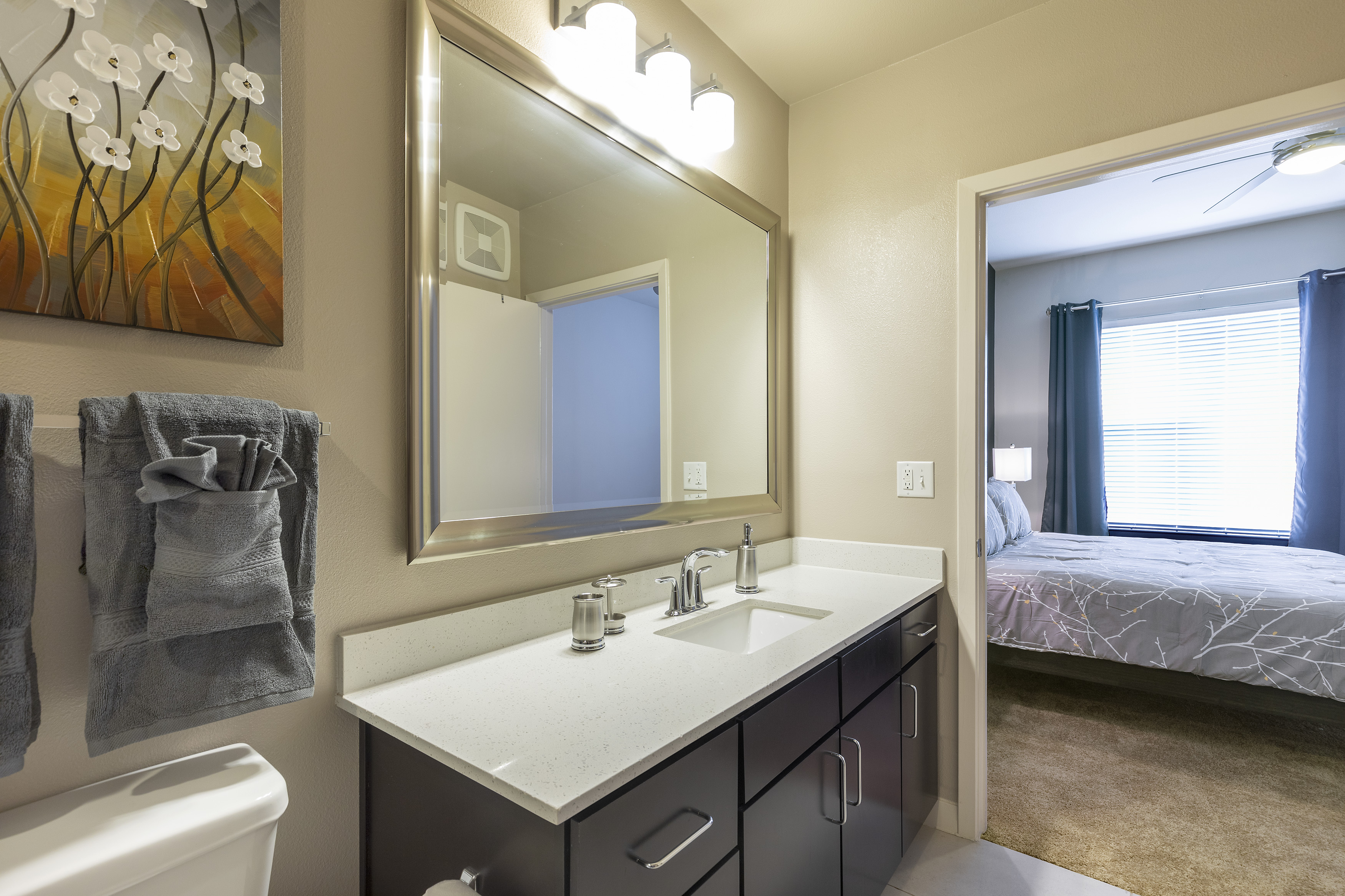 Apartment LUXURIOUS - KING SIZED BED - MED CENTER FULLY EQUIPPED CONDO photo 21441062