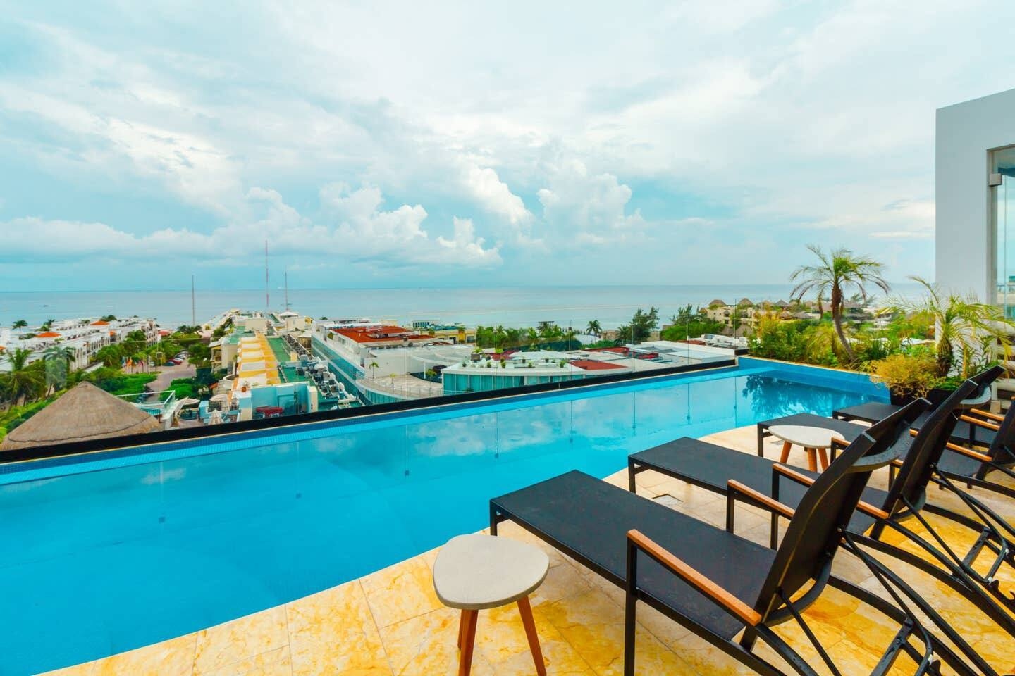 Studio with AC Kitchen Pool Gym and Rooftop view of the Caribbean